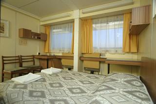 Двухместная с двуспальной кроватью